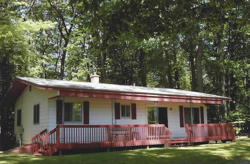 Woods on the lake cottages in muskegon michigan for Muskegon cabin rentals